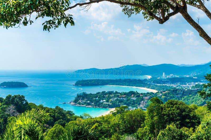 Tropisk strandhorisont på Karon siktspunkt i Phuket, Thailand arkivbild