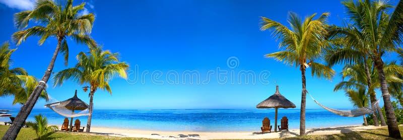 Tropisk strandpanorama arkivbilder