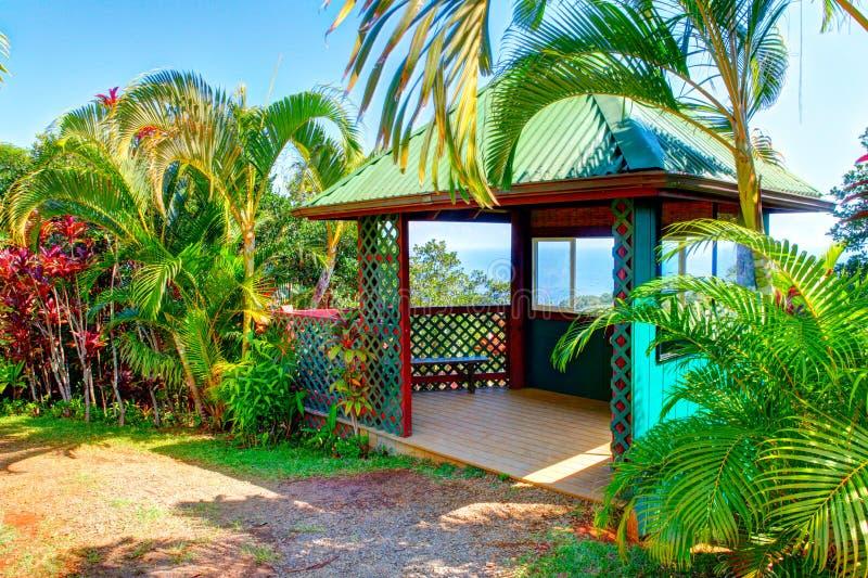 tropisk trädgårds- gazebo eden trädgårds- hawaii maui arkivfoto