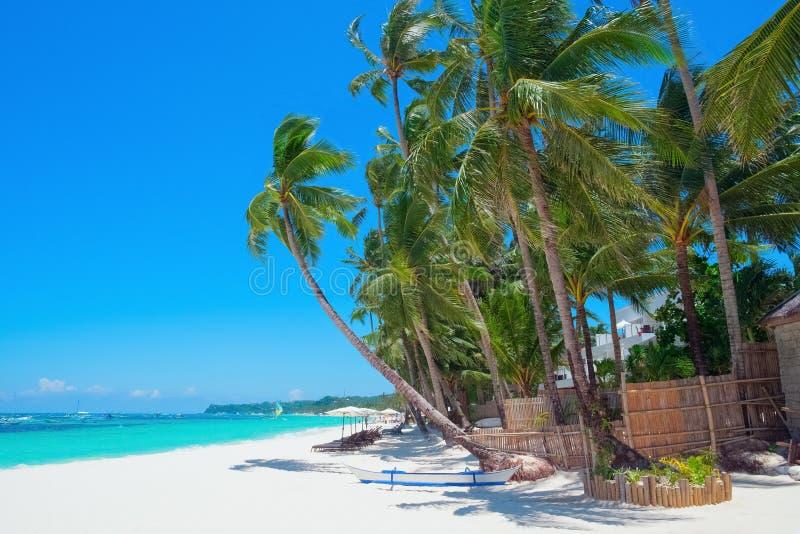 Tropisk vit sandstrand, Boracay ö royaltyfri foto