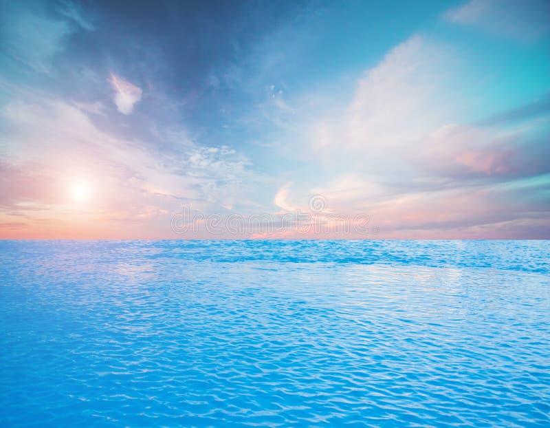 Tropiska himmelmoln och hav vektor illustrationer