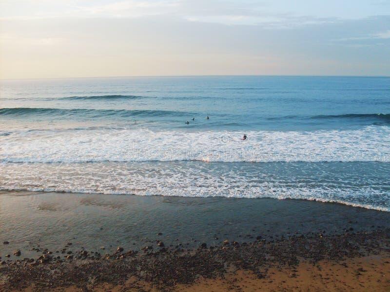 Tropiska sandstrand- och havsvågor Karibisk stillsam och avslappnande för sommarsemester för lopp bakgrund för seascape, fotografering för bildbyråer