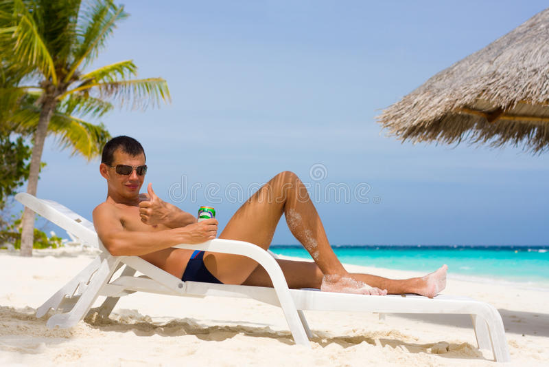 tropiskt barn för strandman arkivfoton