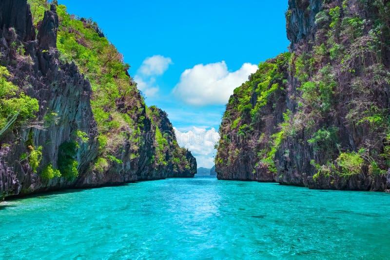 Tropiskt landskap, El Nido, Palawan, Filippinerna royaltyfri fotografi