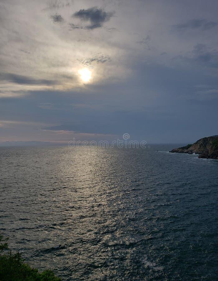 tropiskt landskap i det traditionella området av Acapulco, Mexico royaltyfria bilder
