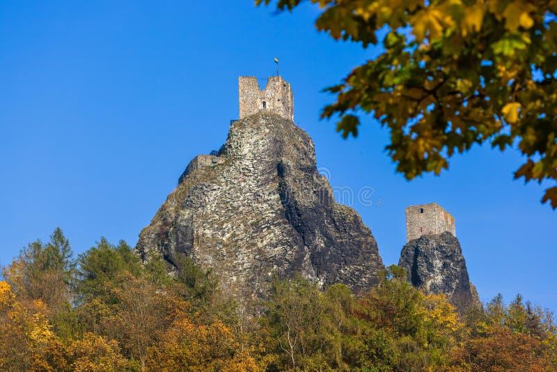 Trosky Castle in Bohemia paradijs - Tsjechische Republiek stock afbeeldingen