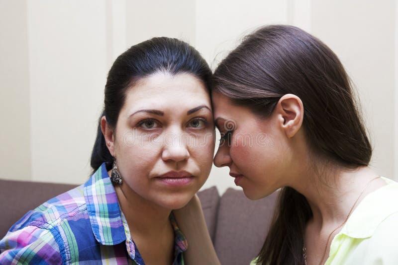 Frauen beleidigen flirt