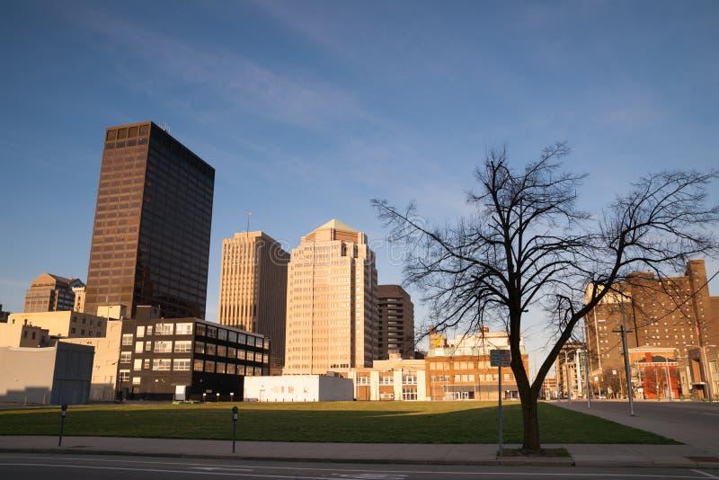 Trostloser Straßen-Sonntag Morgen Sonnenaufgang Dayton Ohio Midwest USA stockfotos