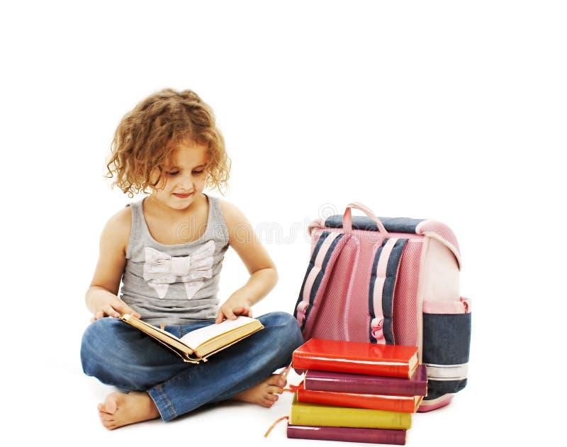 Download Troszkę Dziewczyna Czyta Książkę Na Podłoga Zdjęcie Stock - Obraz złożonej z homework, enjoy: 28957868
