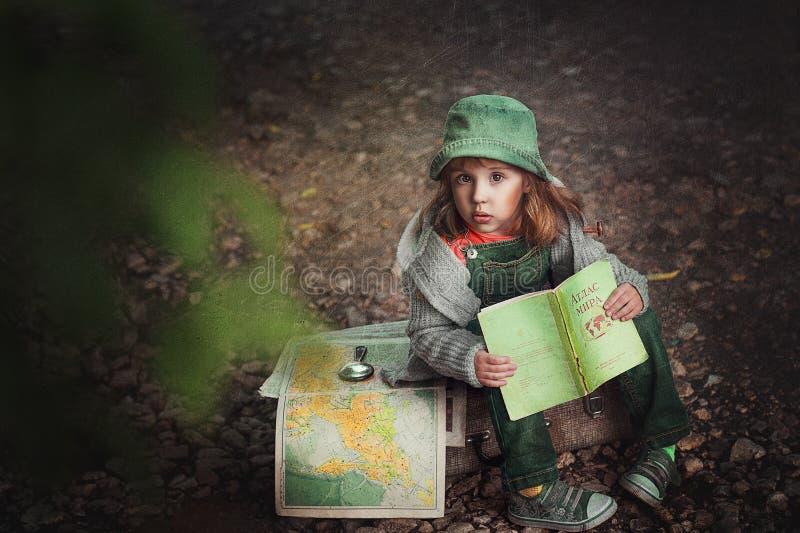 Troszkę dziewczyna podróżnik fotografia stock
