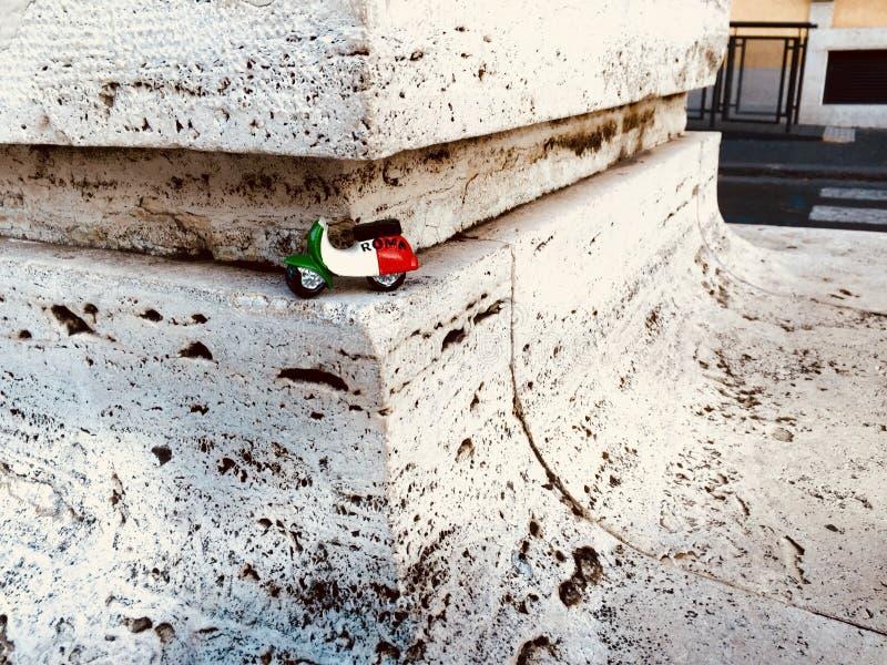 'trotinette' italiano do brinquedo em Roma imagem de stock royalty free