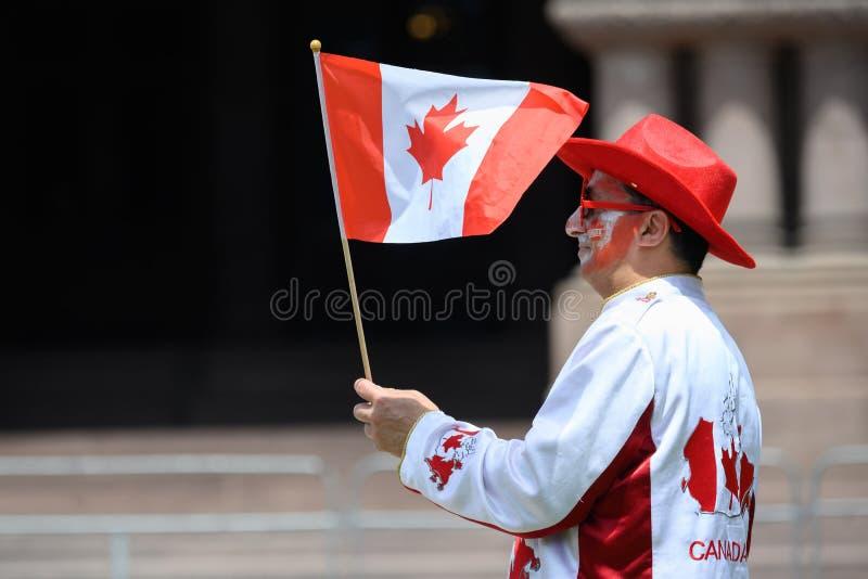 Trotse Canadese Golvende Vlag bij het Park van de Koningin, de Dag van Canada royalty-vrije stock foto