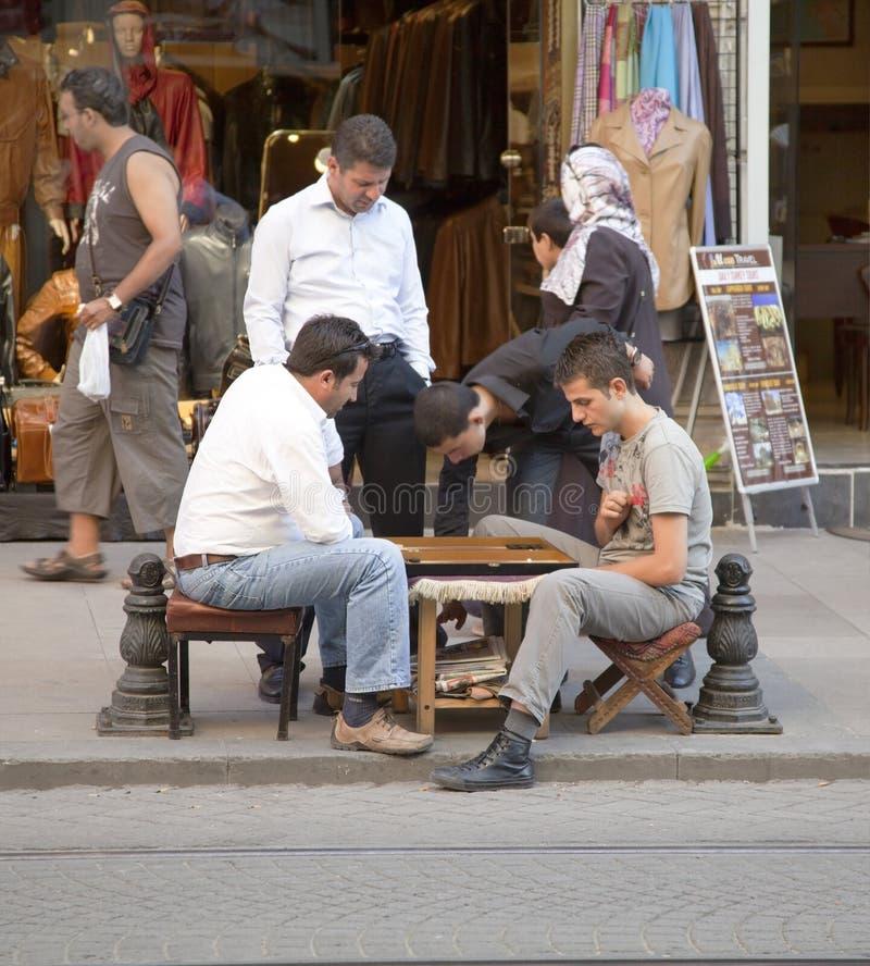 trottoar för backgammonistanbul män fotografering för bildbyråer