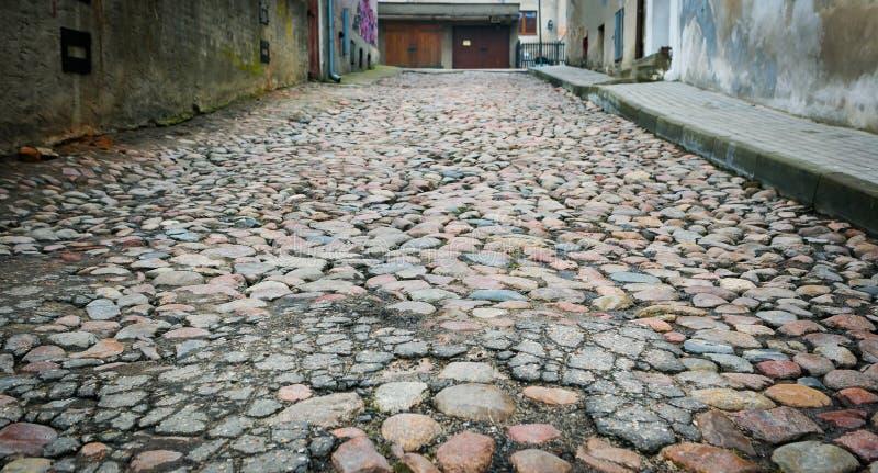 Trottoar på den gamla gatan royaltyfria bilder