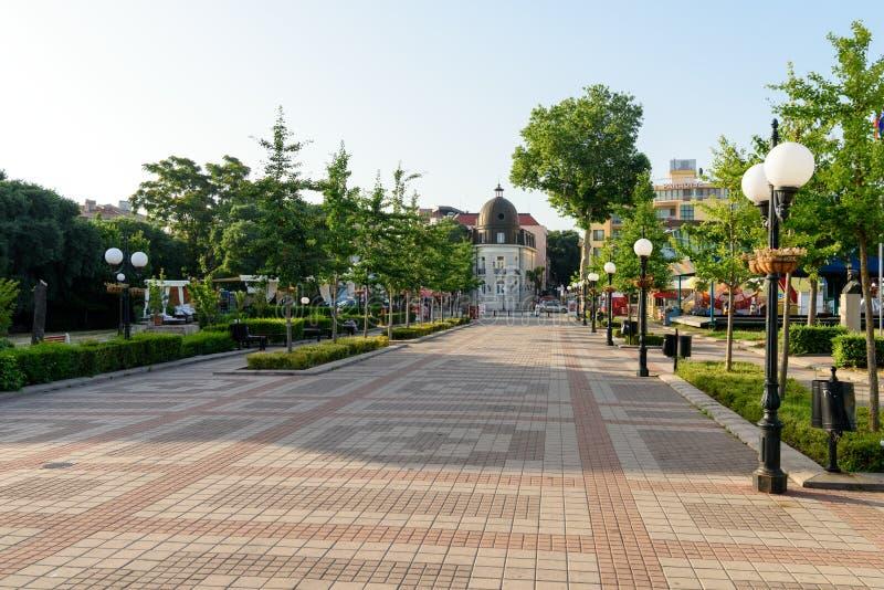 Trottoarstenläggning, öppet område för stadmitt, Pomorie, Bulgarien royaltyfri fotografi