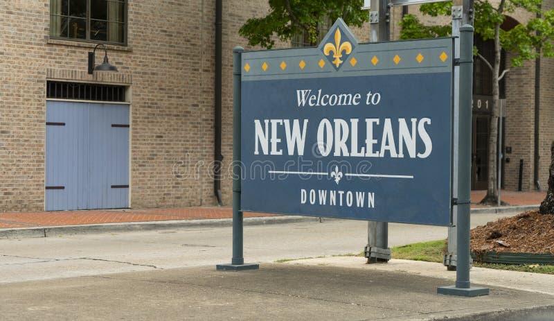 Trottoartecknet säger välkomnande till i stadens centrum New Orleans royaltyfri bild
