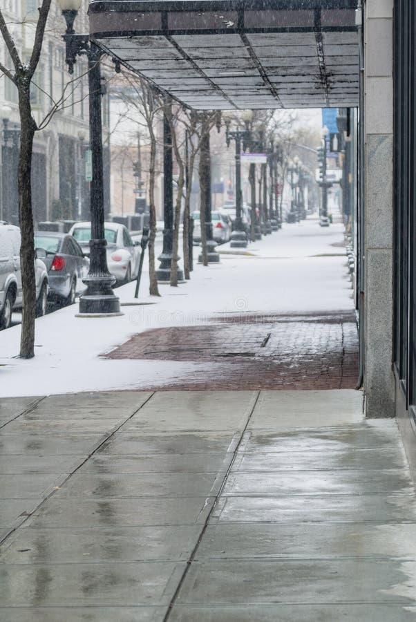 Trottoir de Milou sur la rue tranquille images libres de droits