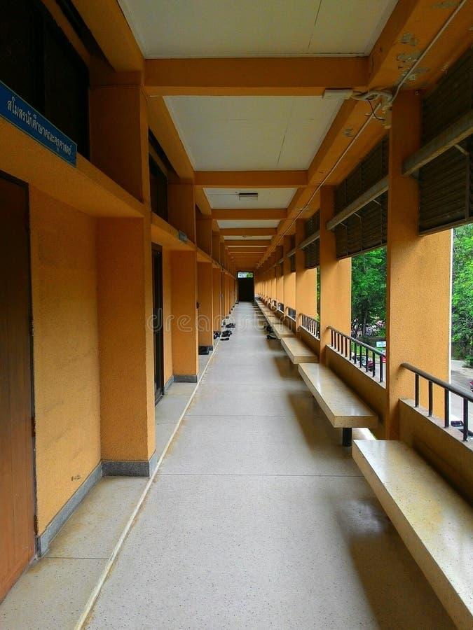 Download Trottoir De Salle De Classe Photo stock - Image du classes, trottoir: 45362894