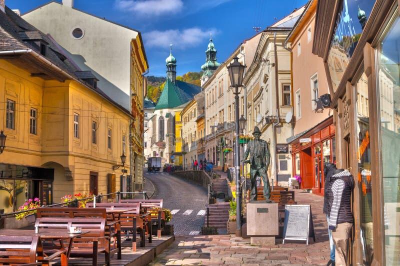 Trotuargang bij Kammerohofska-ulicastraat in Banska Stiavnica royalty-vrije stock foto's
