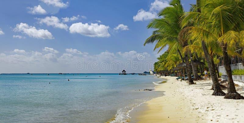 Trou Biches aux. - un de la plage la plus célèbre sur l'île des Îles Maurice images stock