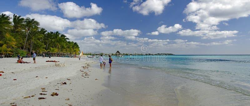 Trou Biches aux. - un de la plage la plus célèbre sur l'île des Îles Maurice images libres de droits