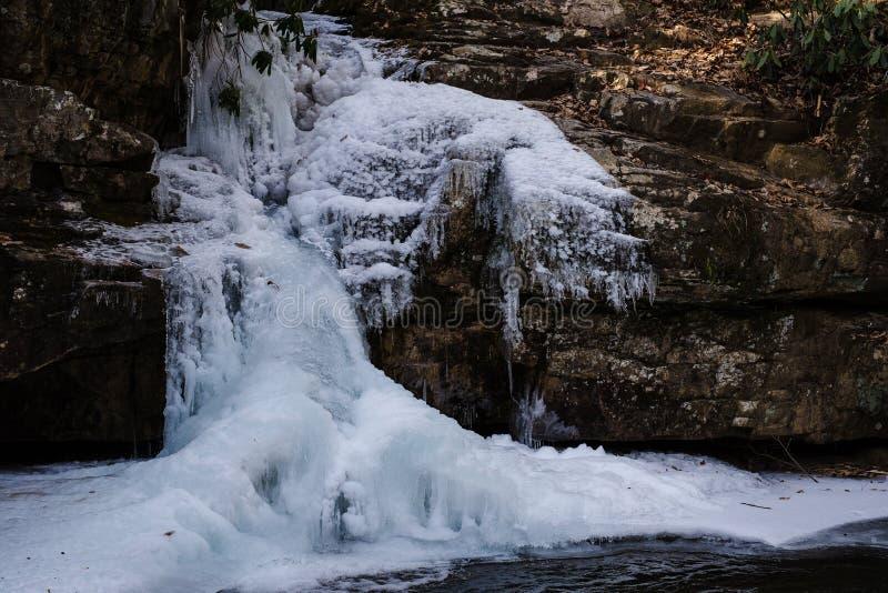Trou bleu Tennessee de cascade congelée image stock