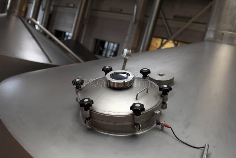 Trou d'homme de vue de cuve de fermentation images stock