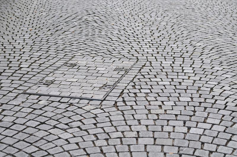Trou d'homme rectangulaire en trottoir de pierre de pavé image libre de droits