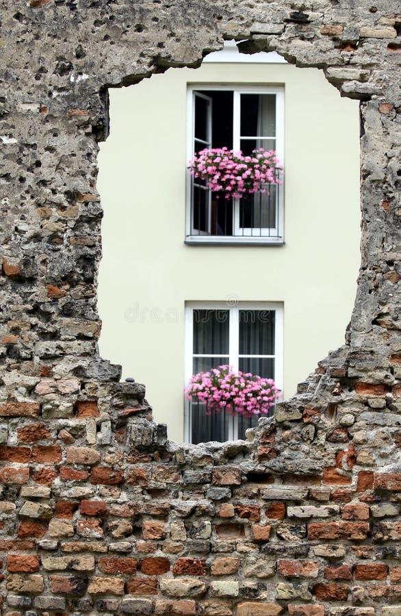 Trou dans le mur de briques image libre de droits