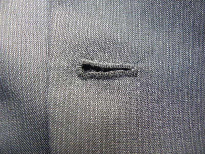 Trou de bouton sur la veste grise de costume photos libres de droits