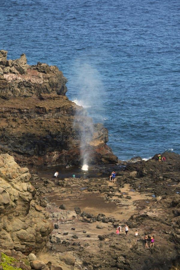Trou de coup par des roches dans Maui photographie stock libre de droits