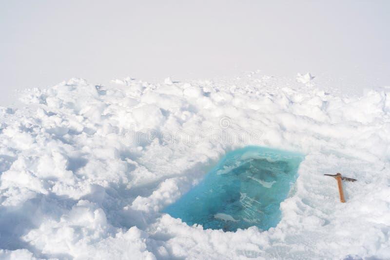 Trou de glace - prêt à prendre Bath photo stock