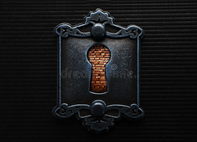 Trou de la serrure avec le brickwall image stock