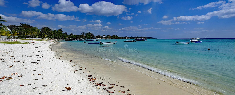 Trou hjälpBiches - en av den mest berömda stranden på den Mauritius ön fotografering för bildbyråer