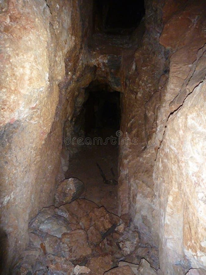 Trou souterrain dans l'ancienne localité de minimg photographie stock libre de droits