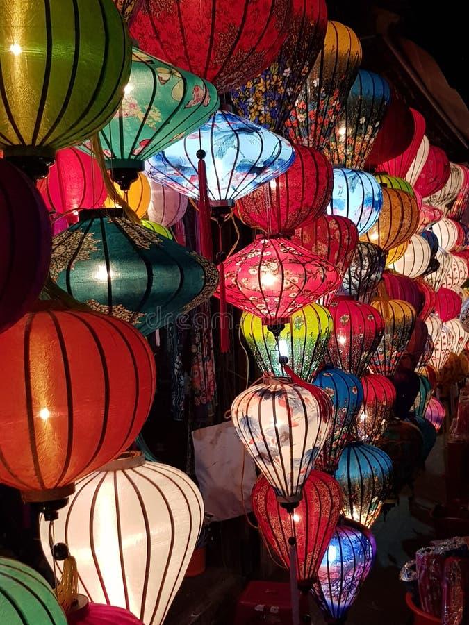 Troupeau d'explosion de couleur de lanternes image stock