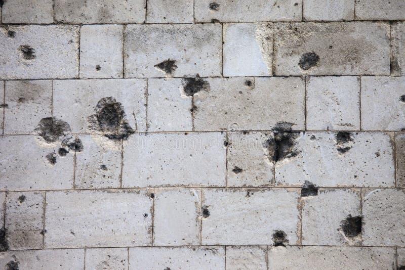 Trous de balle sur la citadelle à Budapest photographie stock