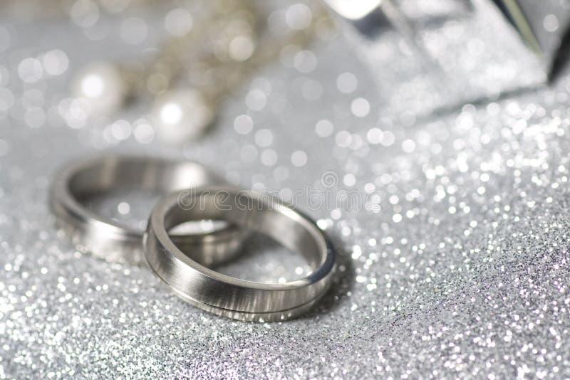 Trouwringen in zilver royalty-vrije stock fotografie