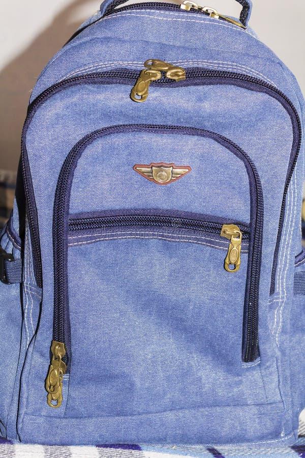 A trouxa azul com bolsos foto de stock royalty free