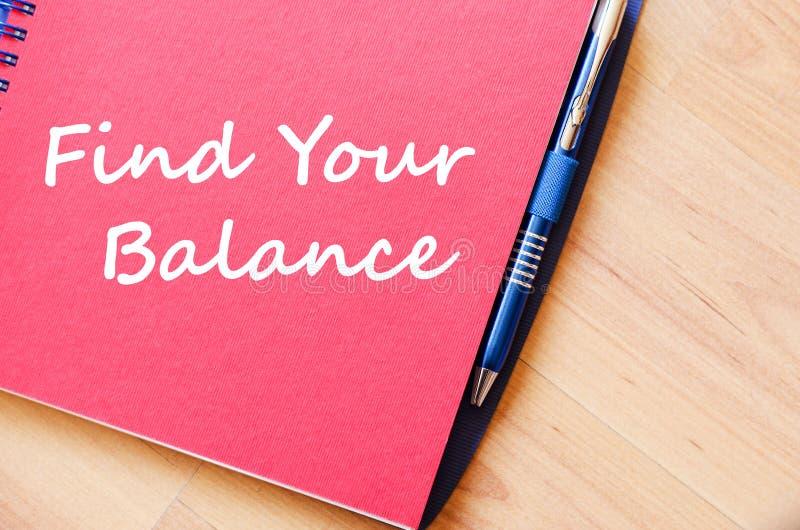 Trovi il vostro equilibrio per scrivere sul taccuino fotografia stock libera da diritti