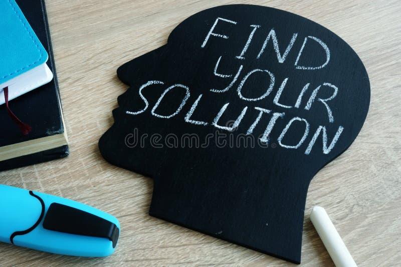 Trovi la vostra soluzione scritta sulla siluetta capa fotografia stock libera da diritti