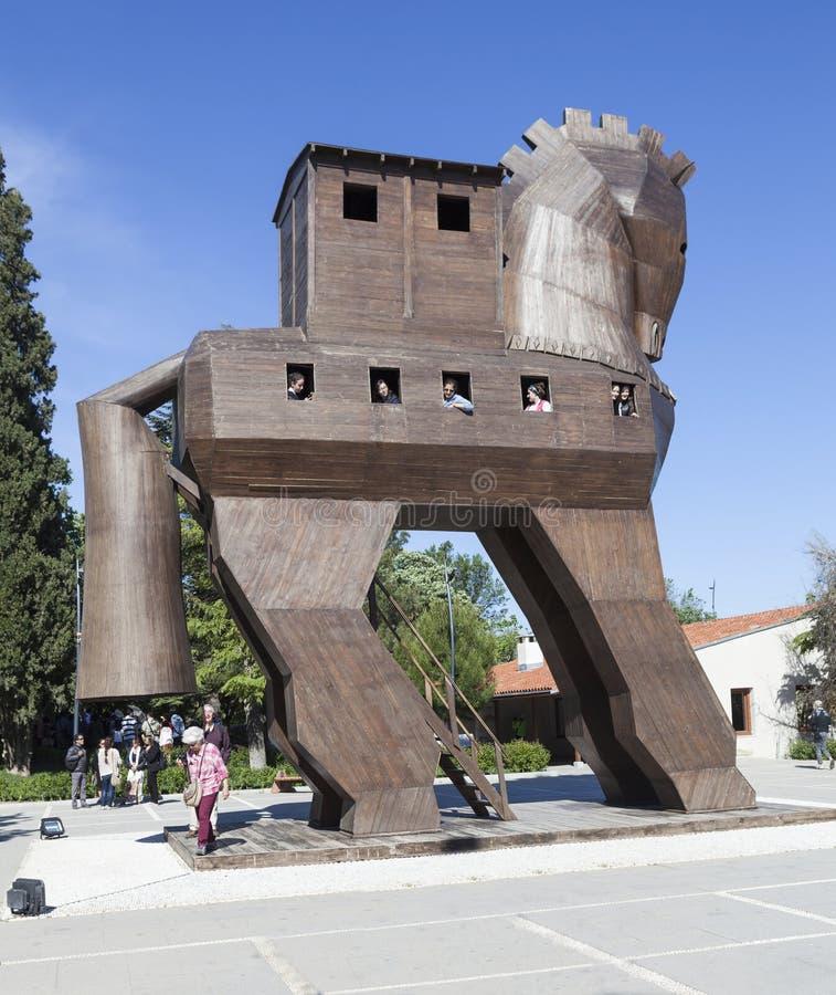TROYA, TURQUÍA - 10 DE MAYO DE 2015: Foto del modelo de madera de un caballo de Troya imagenes de archivo