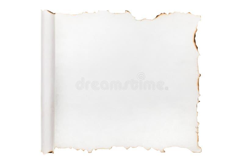 Trozo de papel enrollado con los bordes chamuscados Aislado imagenes de archivo