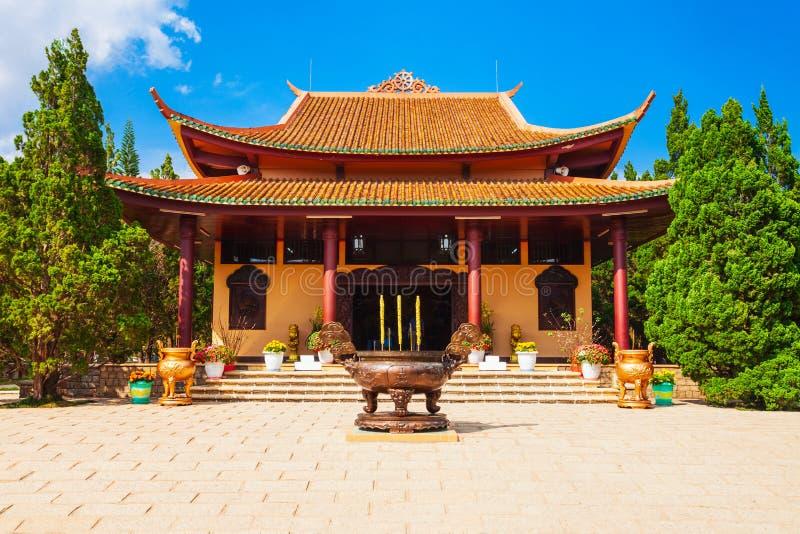 Truc Lam Temple i Dalat arkivbild