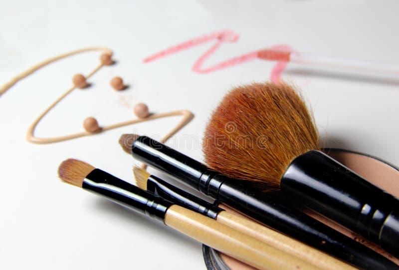Trucco, fondamento e spazzole immagini stock