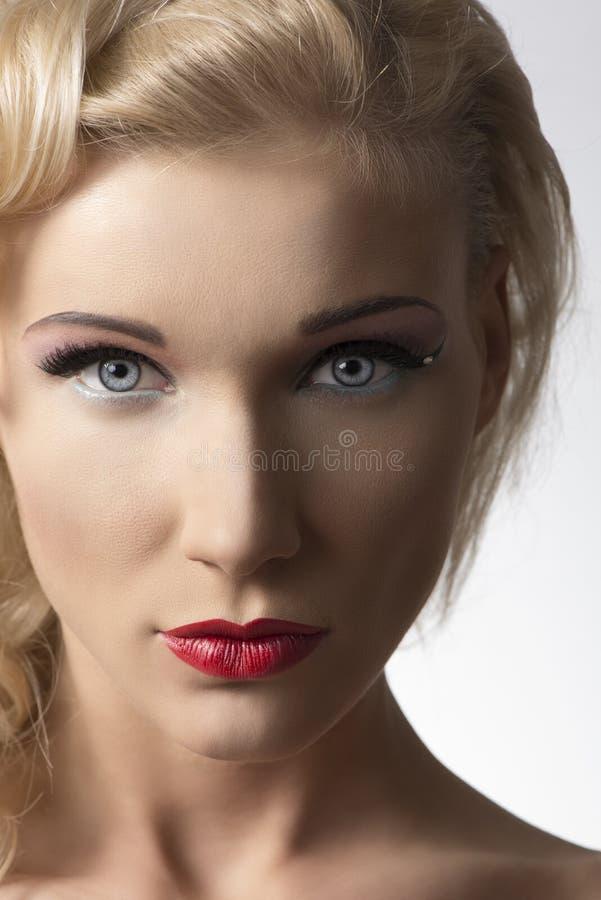 Trucco grazioso del witth della ragazza di bellezza immagini stock