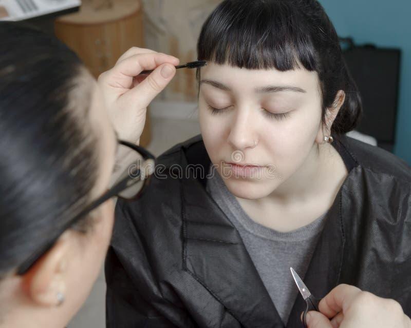 Trucco permanente Tatuaggio permanente delle sopracciglia immagini stock libere da diritti