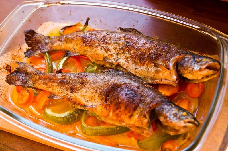 Truchas cocidas en verduras foto de archivo imagen de for Ada s fish fry