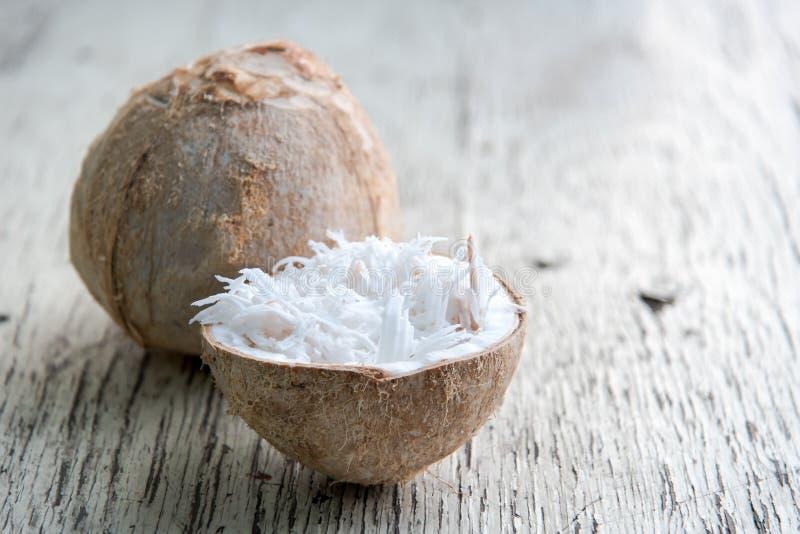 Trucioli della noce di cocco in noce di cocco fotografia stock