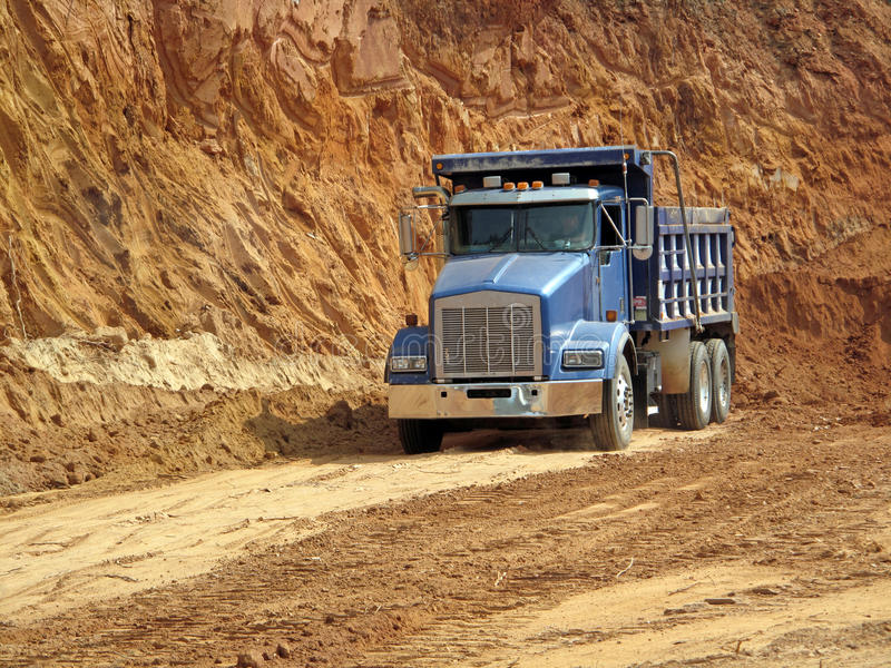 Truck στο εργοτάξιο οικοδομής στοκ εικόνα